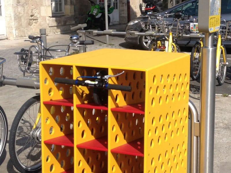 TROTTIBOX ; PE grainé, usinage, pliage, mobilier urbain