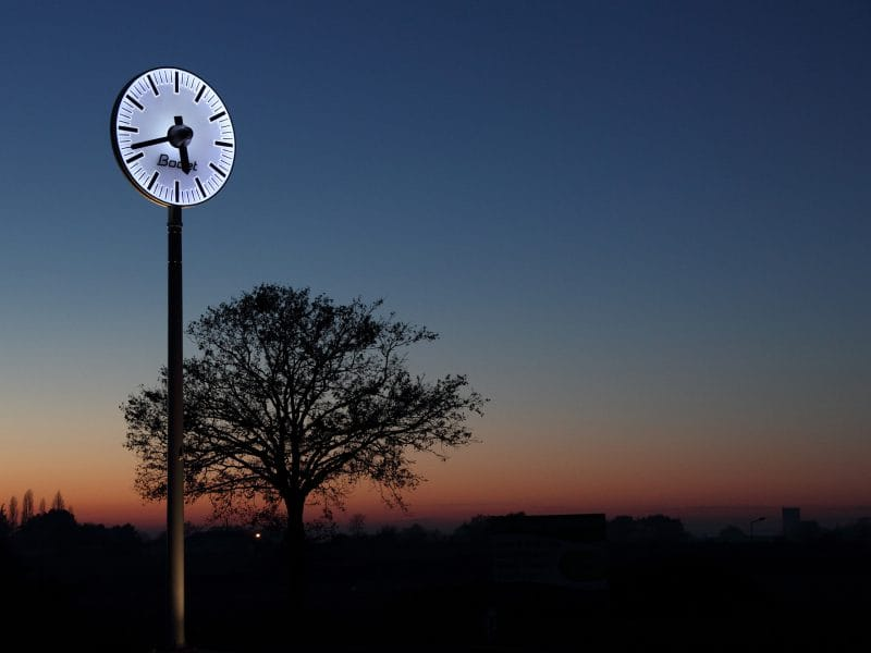 Mobilier urbain (Horloge de gare)
